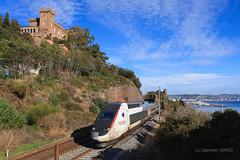 TGV Lyria sur la Côte d'Azur (X2215) Tags: tgv lyria sncf pos côte dazur méditerranée mandelieu château agecroft