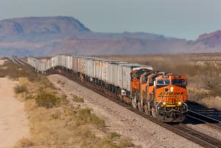 BNSF 7227 West at Yucca, AZ