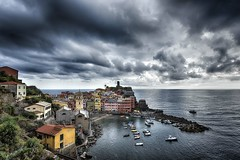 Temporale (daniele romagnoli - Tanks for 20 million views) Tags: mare italia italy liguria cielo sky temporale vernazza cinqueterre acqua