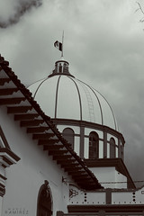 México (marcermzg) Tags: mexico san cristobal chiapas bandera monocromo monocromatico blancoynegro arquitectura cupula ciudad calle nikon viaje travel