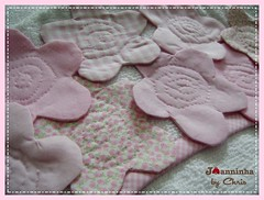 flores capuz toalha de banho (Joanninha by Chris) Tags: enxoval feitoamão handmade bordado artesanato aplicaçãodetecidos patchwork embroidery toalhadebanho toalhacomcapuz flores rosa enxovalbebe enxovalmenina