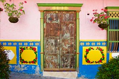 Guatapé (NataliaZapata) Tags: colombia guatapé antioquia colores colors colorful door puerta patrimonio colombie casa house maison
