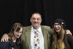 Lora and I with John Rhys-Davies (House Of Secrets Incorporated) Tags: comicconbrussels comiccon convention brussels brussel belgië belgium tourtaxis blog blogger blogging kittensandsteamlivejournalcom kittensandsteamblogspotcom instagramkittensandsteam twitterhildebcm belgianblogger hilde lora johnrhysdavies gimli lordoftherings lotr indianajones sliders