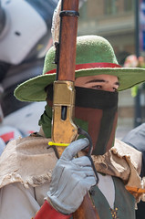 (jwcjr) Tags: 2016dragoncon atlantaga atlantageorgia dragoncon dragoncon2016 pentax people atlanta man mask gloves rifle