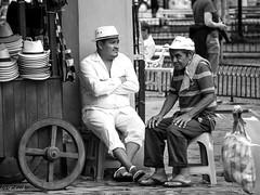 en attente du client (Hélène Baudart) Tags: nb mexique valladolid chapeaux