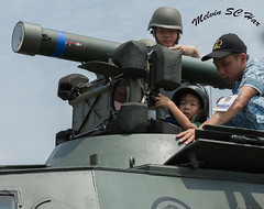 Mom I'm ready to serve the country ! (melvhsc100) Tags: 2018singaporeairshow singaporeattractions singaporenicescenery skyevents changiexhibitioncenter performance kids army nikon7200 tamron2470mm