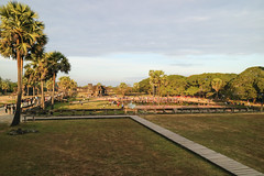 Morning in Angkor Wat terrain (preze) Tags: angkorwat siemreapprovince kambodscha cambodia südostasien steintempel templeruin tempelruine morning hinduism hinduismus khmer