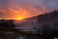 Winter sunset (Rianetna) Tags: sunsetintheforest wintersunset sunset západslunce tramonto orlickéhory fog mlha nebbia czechrepublic nature explore