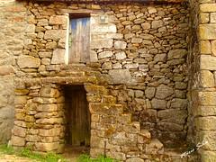 Águas Frias (Chaves) - ... uma casa (típica) na Aldeia ... (Mário Silva) Tags: águasfrias aldeia chaves portugal ilustrarportugal madeinportugal lumbudus máriosilva 2018 janeiro inverno casa casas
