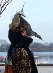längste Nase- longest nose (Anke knipst(offline for a while)) Tags: maskenzauber hamburg germany mask 2018 carnival schwarz black mann man nase nose hirsch stag deer