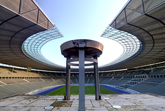 Olympia Stadion 2 (Pinky0173 (thrun-fotografie.de)) Tags: berlin olympiastadion marathontor blau pinky0173 thurnfotografie