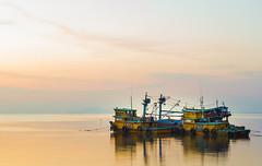 Lặng (tantrungdu17) Tags: canon canon60d landscape longexposure sunset sun sky clouds ship