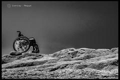 DSC_9714 b (L'éclat du temps) Tags: h handicap force fauteuilroulant chaiseroulante wheelchair whee womanwheelchair rock disabled disability handy art handyart lifestyle nikon tamron spinergy rocher