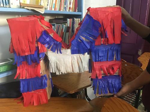 Les enfants ont voulu rendre hommage à l'association MAMA en réalisant une piñata en M.