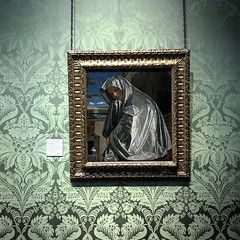 Renaissance rain poncho: National Gallery, London (Flamenco Sun) Tags: london poncho wallpaper gallery art painting painted