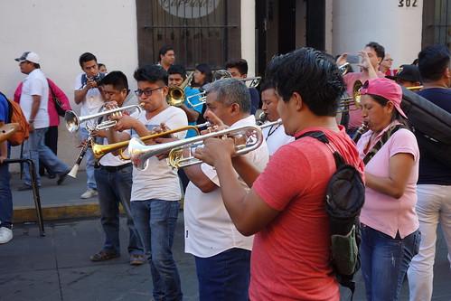 L'orchestre bat la mesure