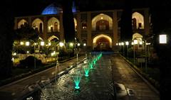 il est temps d'aller dîner... (Save planet Earth !) Tags: iran ispahan nikon amcc travel voyage