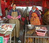 Friendly Muslim Poulterers (Wolfgang Bazer) Tags: muslim muslims market markt country peoples quarter kunming yunnan china poulterers geflügelhändler moslems