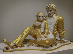 'Michael Jackson and Bubbles' by Jeff Koons (Greatest Paka Photography) Tags: sculpture monkey bubbles michaeljackson celebrity figurine performer entertainer porcelain jeffkoons sculptor christ museum sfmoma museumofmodernart famous