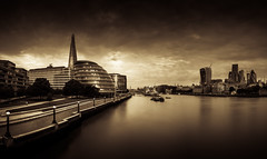 PANORAMA OF LONDON (Reda Ait Saada) Tags: london uk water thames river londres the shard city hall gherkin sky garden walkie talkie canon 7d 1855 mm hoya nd 400 building tower tours architectue cityscape urban landscape reda ait saada photography ciudad agua larga exposición monochrome sépia eau boat walking royaume unie united kingdom cities trees tree green bridge panorama arquitectura cielo