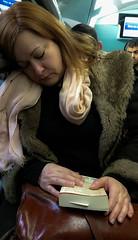 2018-01-19 - Vendredi - 19/365 - Tired - (Adele) (Robert - Photo du jour) Tags: 0100régionparisienne 0400inconnue france 2018 janvier régionparisienne baladetravail inconnue livre portrait visagedunjour tired adele dormir fatigué rera rer