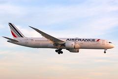 Here is Air France F-HRBA (shumi2008) Tags: airfrance airfrance787 airfrance787dreamliner boeing7879 b787900 dreamliner torontopearson pearsonairport yyz cyyz