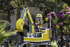 Cat Excavator (Thad Zajdowicz) Tags: zajdowicz pasadena california roseparade 2018 usa outdoor outside canon eos 5dmarkiii 5d3 digital dslr color colour festive availablelight lightroom ef70200mmf4lisusm float parade street city urban cat excavator people yellow flowern garden