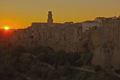 Raggi / Rays (Pitigliano, Tuscany, Italy) (AndreaPucci) Tags: italy tuscany pitigliano jewish grosseto sunset andreapucci