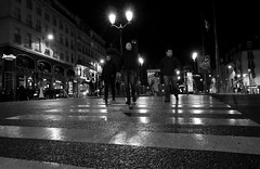 "PARIS F -  ""Pigalle"" (Fabrizio Lucchese 1') Tags: parigi paris pigalle francia france notturno night persone people bw monocromo monochrome canon760d fabriziolucchese blancoynegro monocromatico blackwhite weissschwarz blackwite blackandwithe"