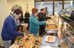 SampleFood (USAG Wiesbaden PAO) Tags: giveaways food cakecutting bamboo cie wiesbadenmwr imcom usareur wiesbaden vaultclubandcasino