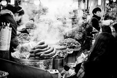 Noodles (GavinZ) Tags: asia korea seoul travel gwangjang market steam coldday food noodles street bw bnw blackandwhite people 韓國 광장시장