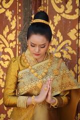Woman in a temple (Aurelie.lilbo) Tags: femme woman mujer traditionaldress robetraditionelle doré golden temple wat pray prier laos vientiane