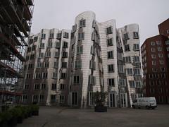 Düsseldorf Medienhafen (uwe_gompf_66) Tags: düsseldorf medienhafen haus glanz