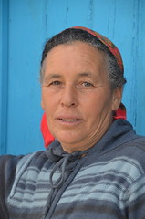 Blue (Tahia Hourria) Tags: woman femme porte bleue foulard tunisian people nora ait aissa tahia hourria tarkfouna tunisia tunisie maghreb