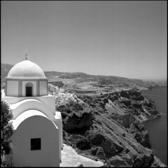 Cliffs & domes (BG Sixtyniner) Tags: greece hellas ellada island aegean sea cyclades santorini thira church dome hilltop cliff landscape viewpoint hasselblad 500cm carlzeiss planar f28 80mm square 6x6 mediumformat rollfilm 120 analog bw blackwhite ilford delta 400 pro perceptol stock homedev canoscan 9000f vuescan