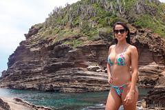 Armação dos Búzios (Jaime Sales) Tags: praia beach biquini búzios bikini água sea azul blue ocean pedras rocks girl girlfriend óculos sunglasses verde green landscape paisagem