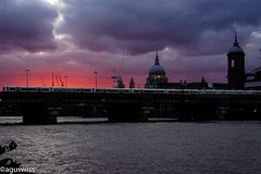 Dawn in London (aguswiss1) Tags: sun capitolcity sunset river nature bridge city themse london weather sky clouds wow gününeniyisi thebestofday