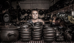 Pomaire (Cruz-Monsalves) Tags: pomaire señora lady mujer woman artesania retrato portrait people chile