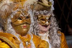 La Favorita del Re (marypink) Tags: carnevaledivenezia venise couple golden yellow mask nikond800 nikkor70200f28