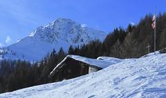 Vichères (bulbocode909) Tags: valais suisse vichères tourdebavon montagnes nature hiver neige chalets drapeaux forêts arbres bleu paysages rouge