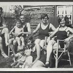 Archiv FaMUC065 Münchner Familie, Badelaune, 1920er thumbnail