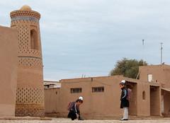 Promenade matinale dans Khiva (Histoires de tongs) Tags: uzbekistan ouzbékistan tourdumonde travel trip roundtheworld adventure aventure voyage architecture découverte discover visite visit