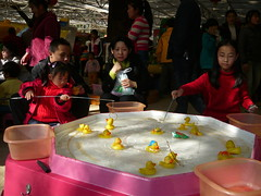 Catching Ducklings (Wolfgang Bazer) Tags: green lake park 翠湖公园 kunming yunnan china amusement arcade spielhalle