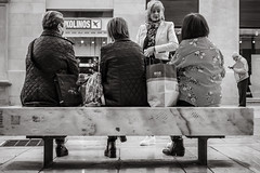 street talk (Gerard Koopen) Tags: spanje spain malaga city bw mono blackandwhite blackandwhiteonly streettalk bench talking people woman women straat street straatfotografie streetphotography candid fujifilm fuji xpro2 35mm 2018 gerardkoopen