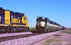 ATSF 2729, 708e-AZCR 3001, 707w, Wickenburg, AZ. 4-17-1998 (jackdk) Tags: train railroad railway emd emdgp30 gp30 atsf santafe bnsf ar arc arcz arizonaandcalifornia 707 708 wickensburg castlehot springs castlehotsprings