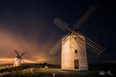 Windmills in Mota del Cuervo, Spain (jesbert) Tags: mota del cuervo cuenca españa spain molinos windmills noche night sony a7rii