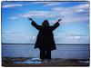 INMENSIDAD (BLAMANTI) Tags: mar playas silueta personas mujer canon canonpowershotsx60 blamanti chipiona
