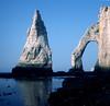 Étretat, een natuurlijke zeeboog en een zeepilaar, Normandië Frankrijk  1983 (wally nelemans) Tags: étretat natuurlijkezeeboog seaarch zeepilaar seastack normandië frankrijk france 1983