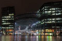 Haus aus Glas - Building made of glass (ralfkai41) Tags: berlin night hauptbahnhof architektur nightshot trainstation bahnhof architecture stadt city nacht lights station nachtfotografie
