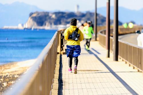Runners running on Shichirigahama in Kamakura